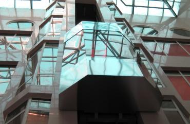 Панорамный лифт: особенности остекления