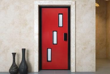 двери лифта красные